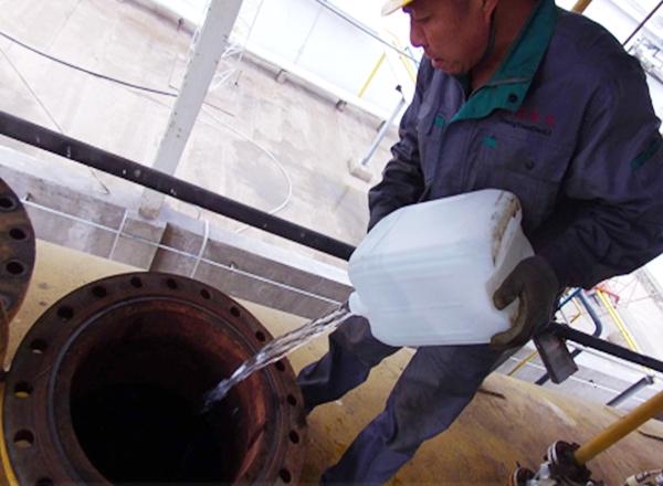液氨储罐清洗前 人孔门